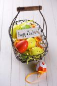 Colorful easter eggs in bucket — 图库照片