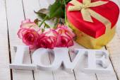 Flowers and gift in box — Foto de Stock