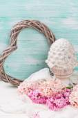 Pink hyacinths and decorative terracotta cone — Stock Photo