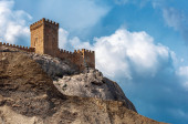 The ruins of the medieval Genoese fortress in the city Sugdeya (currently - Sudak) — Foto de Stock