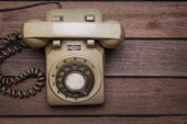 Vintage Telephone on an Old Wood Table — Stockfoto