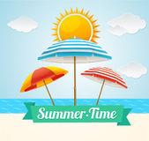 Tarjeta de verano de sombrilla de playa vectorial — Vector de stock