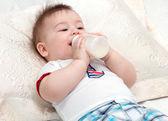 Küçük bebek yeme — Stok fotoğraf