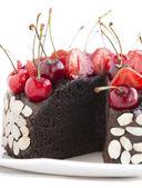 Gâteau au chocolat aux cerises. — Photo