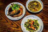 Peranakan dishes Asparagus stir-fried with fermented durian Barramundi with aged old Peranakan herbs and spices Stir-fried prawns in tangy tamarind paste — Stock Photo