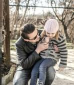 Father and daughter in autumn garden — Fotografia Stock