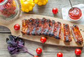 Grilled pork ribs in barbecue sauce — Stock Photo