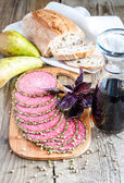 Slices of italian salami with pears and wine — Stockfoto