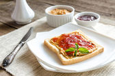 Sandwich with peanut butter and strawberry jelly — Stock Photo