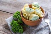 Stuffed lumaconi with cheese — Стоковое фото
