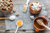 Different types and forms of sugar — Stock Photo