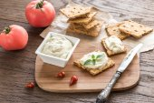 Crisps with cream cheese — Stock Photo