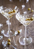 Zwei Olivenbäume Martini cocktails — Stockfoto