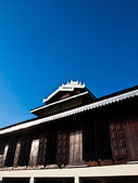 Tai Yai wooden Monastery architecture on blue sky in Pai, Mae Hong Son, Thailand — Стоковое фото