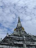 Phukhao Thong pagoda in Ayutthaya, old capital city, in Thailand — Stockfoto