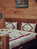 Bedroom in a Log Cabin house — Foto Stock
