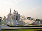 White temple, Wat Rong Khun, in the evening in Chiang Rai, Thailand — Stock Photo