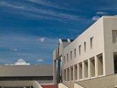 Office building on blue sky — Stock Photo
