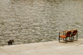 Wooden chairs on the bank of the Moskva River in Gorky Park — Stock Photo