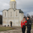 Young man and woman walk around the Orthodox Church in the city of Vladimir — Stock Photo #57446571