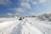 At the top of a snow-covered mountain Ai-Petri in Crimea — Stockfoto