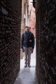 Most narrow streets and walkways in Venice in Italy — Stock Photo