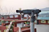 Tourist binoculars at octagonal pavilion of Bugak Skyway in Seou — Stock Photo