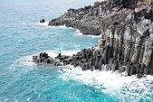 Basaltic columnar joint coast in JungMun in Jeju Island — Stock Photo