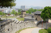 SUWON, KOREA - MAY 02, 2014: West Gate of Suwon Hwaseong — Stock Photo