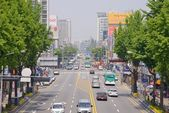 SUWON, KOREA - MAY 02, 2014: Street of Suwon city in Korea — Stock Photo