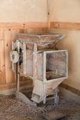 Máquina de trituração de arroz velho — Fotografia Stock