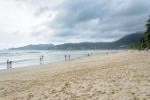 PHUKET, THAILAND - AUGUST 01, 2013: patong beach — Stock Photo