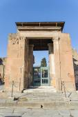 NAPLES, ITALY - JANUARY 19, 2010: Entrance of ruined villa in Po — Stok fotoğraf