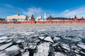 The Moscow Kremlin. The ice on the Moskva river — Stock Photo