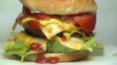 Hamburgers, hamburgers, fast-food — Vidéo