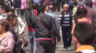 Pedestrians, People Walking, Commuters, Latino, Hispanic — Stock Video