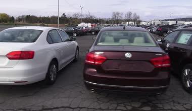 Nové automobily, automobily, parkoviště — Stock video