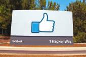 A sign at the entrance to the Facebook World Headquarters — Stock Photo