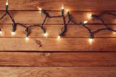 Empty table and Christmas lights — Fotografia Stock