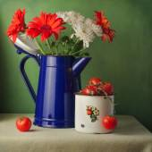 Flowers and cherry tomatoes — Stock Photo