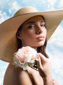 Beautiful woman in summer straw hat — Stock Photo
