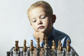 Little boy playing chess.Smart kid.fashion children.5 Years Old Child.Little genius Child. Intelligent game.Chessboard — Stok fotoğraf