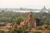 Buddhistiska tempel i Bagan i solnedgången, Myanmar — Stockfoto