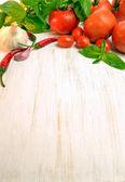 Garlic, chilli, tomatoes and basil — Stock Photo