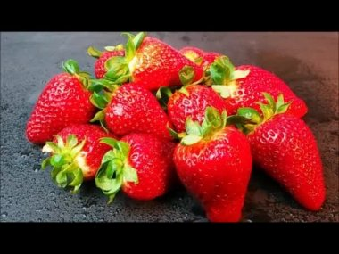 Fresh strawberries in slow motion — Stock Video