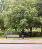 Leere Bank im park — Stockfoto