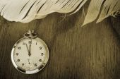 Pocket Watch and Feather on Wood — Foto Stock