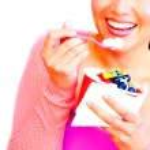 Woman eating frozen yogurt — Stock Photo #61119037