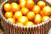 Oranges for sale at market — Stock Photo