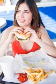 Girl eating hamburger — Stock Photo